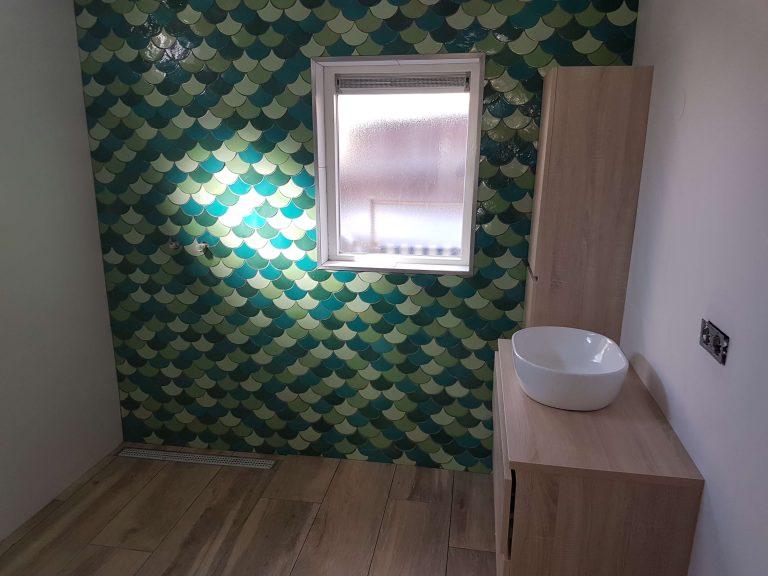 badkamer renovatie fishscale tegels