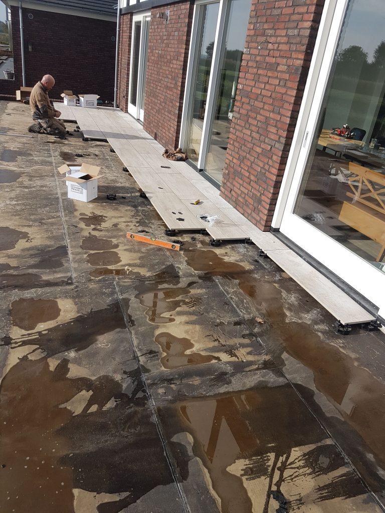 keramische tegels terras leggen