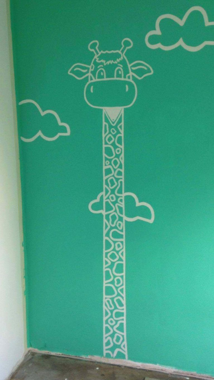 muurschildering girafe
