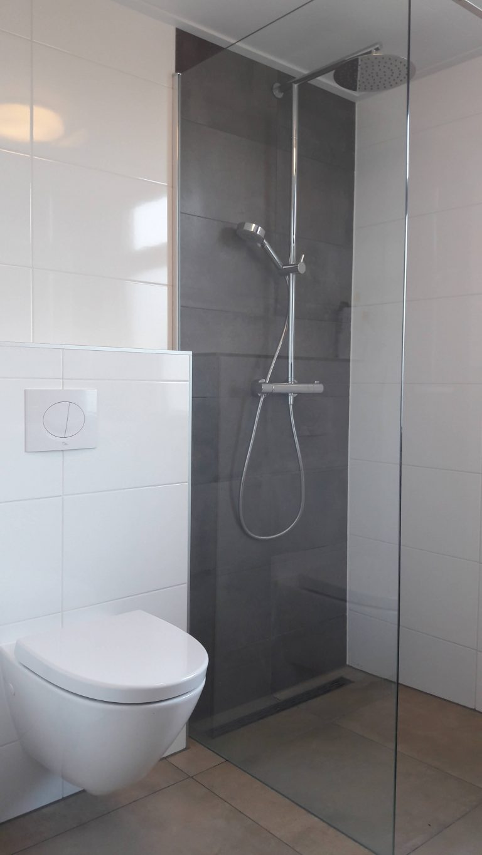 badkamer wit grijs 01